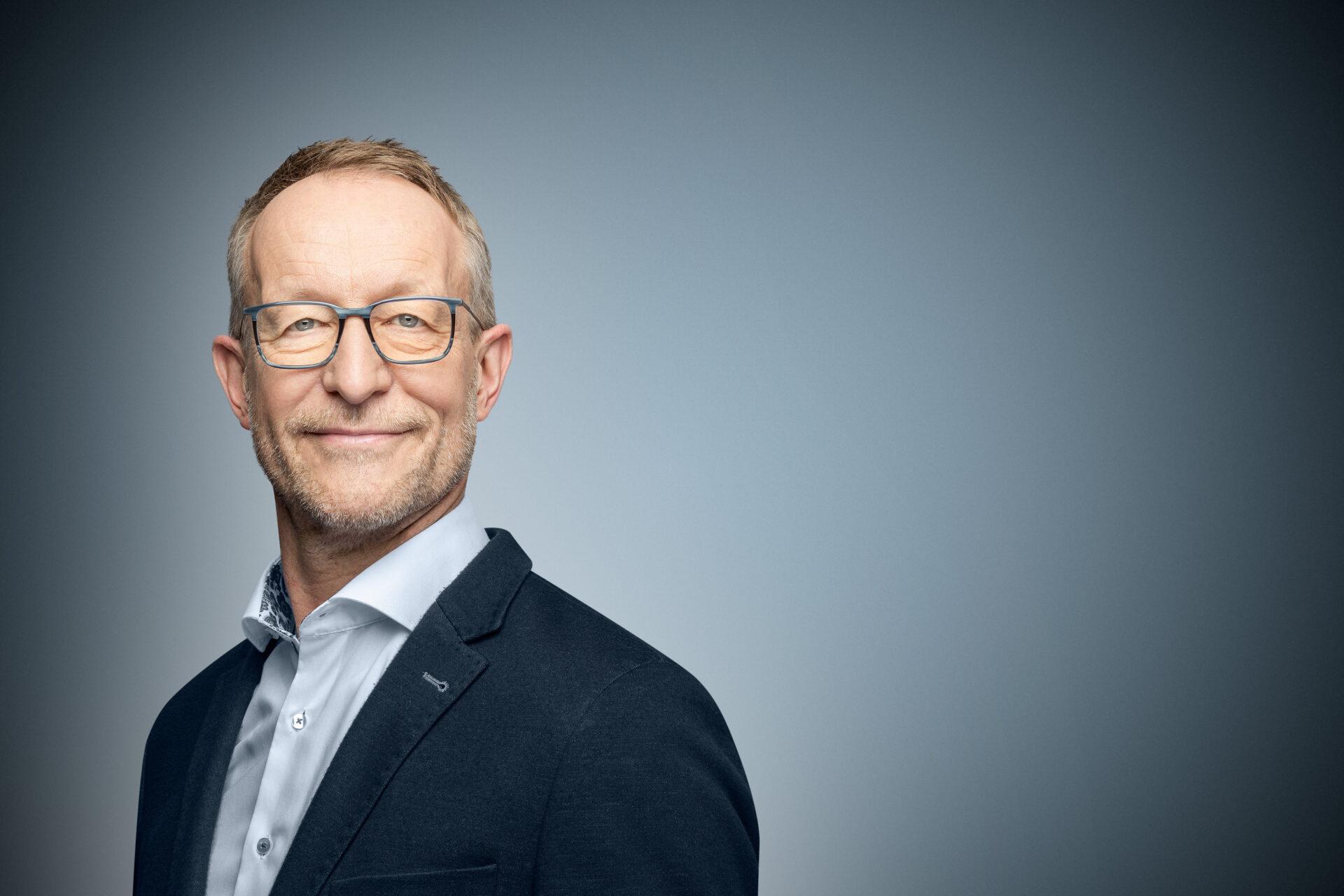 Bernhard Vienenkoetter Dr Gemmeke GmbH Business Portrait Jerome Courtois Photography 700x467 1
