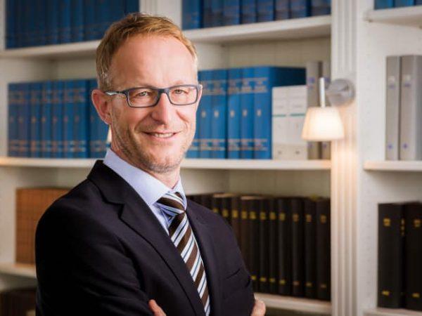 Bernhard-Vienenkoetter-Dr-Gemmeke-GmbH-Business-Portrait-Jerome-Courtois-Photography-700x467