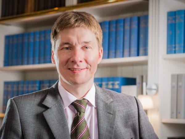 Thorsten-Borges-Dr-Gemmeke-GmbH-Business-Portrait-Jerome-Courtois-Photography-700x467
